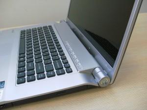 Лаптоп Sony - снимка дясно