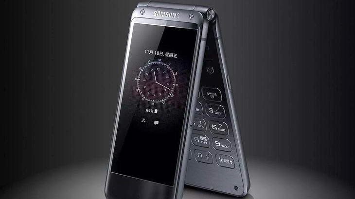 Samsung яхват носталгичната вълна с модернизиран флип телефон