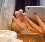 Очаква се Apple да пусне първия си двусимов iPhone