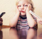 Децата, смартфоните и компютрите – как да постъпим правилно?