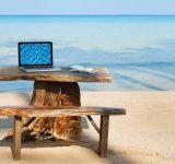 С лаптоп и смартфон на почивка — какво още да носим?